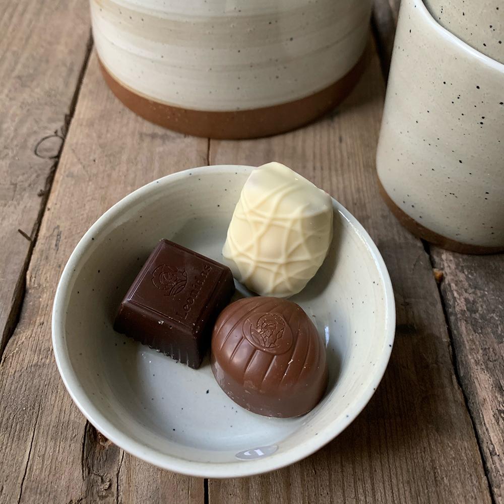 3 leonidas bonbons van bakkerij frank rood