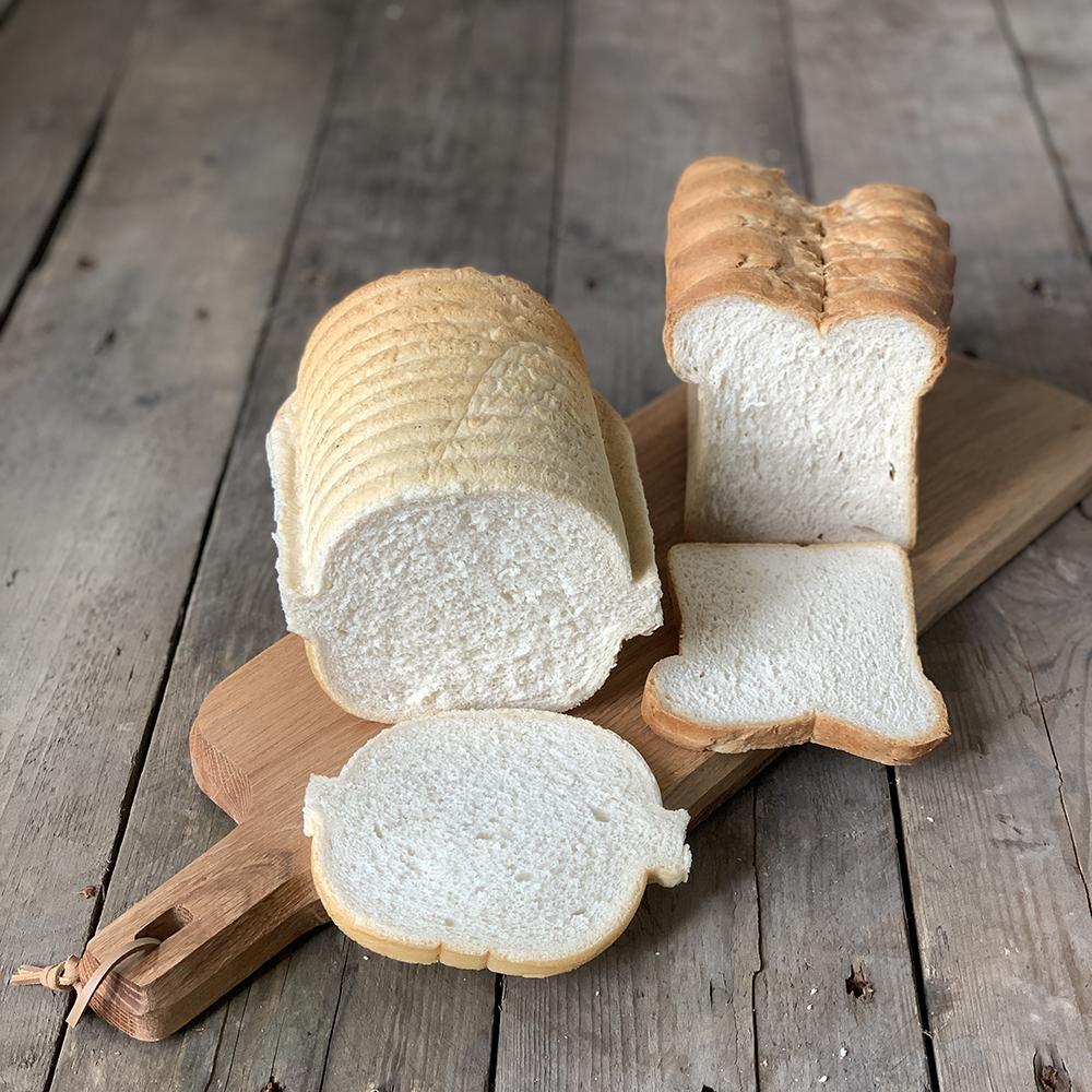 wit brood casino rond en knip van Bakkerij Frank Rood